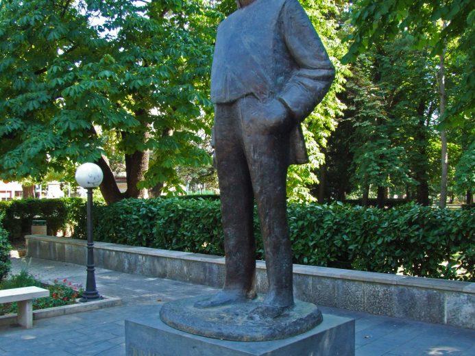 Monument To Jovan Ducic Turistichka Organizaciјa Grada Trebiњa